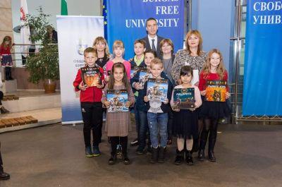 """Наградени от Кмета на Бургас ученици и техните учители от СУ """"Петко Росен"""" 1"""